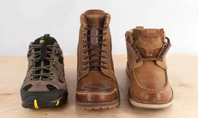 男子「發明出再也不用繫鞋帶的」鞋帶扣!穿脫鞋子「只要1秒鐘」把實用主義發揮到極致,這才叫真正的懶人鞋麻~