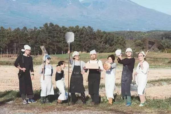 難以置信!每週只營業3天,只賣2種食物,卻年入300萬!這個日本鄉下的小店火遍了全日本,靠的竟然是...