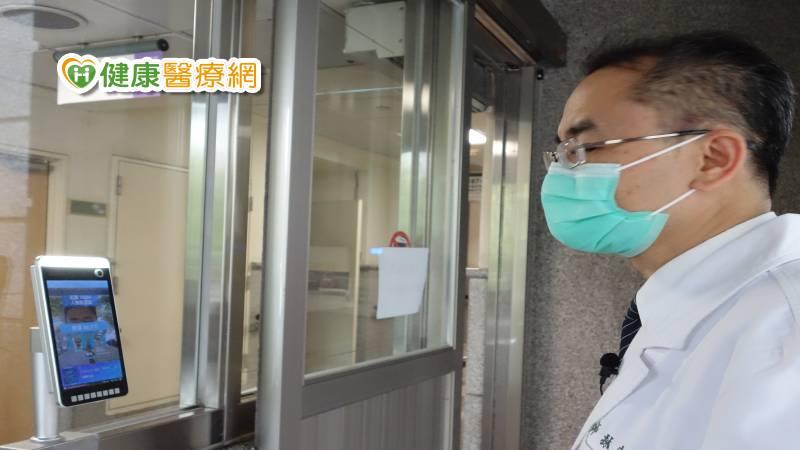 辨識系統刷人臉開門 自動測量體溫更防疫